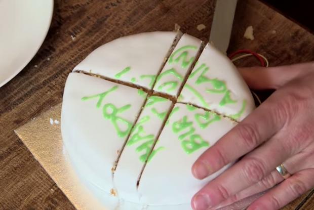 วิธีตัดเค้ก (4)