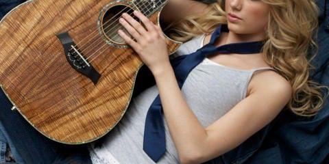 ส่วนประกอบกีตาร์Taylor-with-a-guitar-taylor-swift