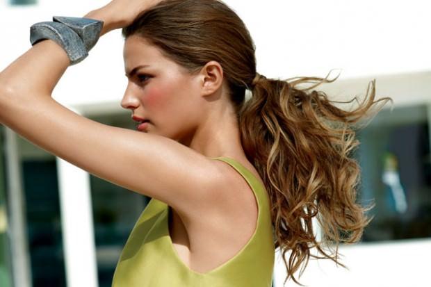 วิธีมัดผมหางม้าผู้หญิงสวยๆ Pony Tail d beachy-ponytail
